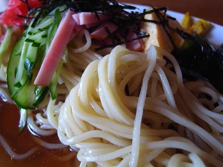 中華そば 亀屋 冷し中華そば(冷やし中華) 麺アップ1