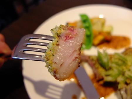 ラ ファミーユ スユクル オーストラリア産 仔羊のポワレ 香味パン粉焼き 肉アップ1