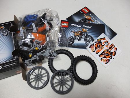 LEGO TECHNIC 42007 モトクロスバイク 中身の様子