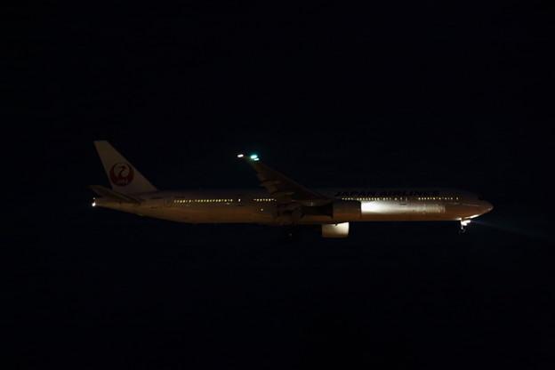 暗闇にB777