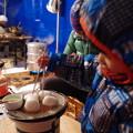 写真: 七輪で焼餅
