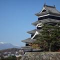 松本城と雪山