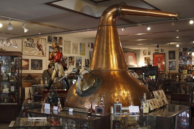 写真: 天領日田洋酒博物館 ~ニッカウ井スキーの創業当時の蒸溜釜~