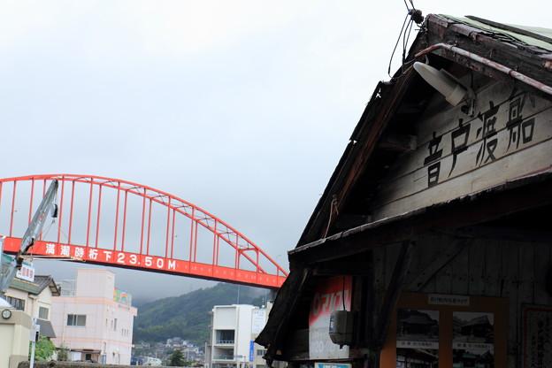 Photos: 橋と渡し船