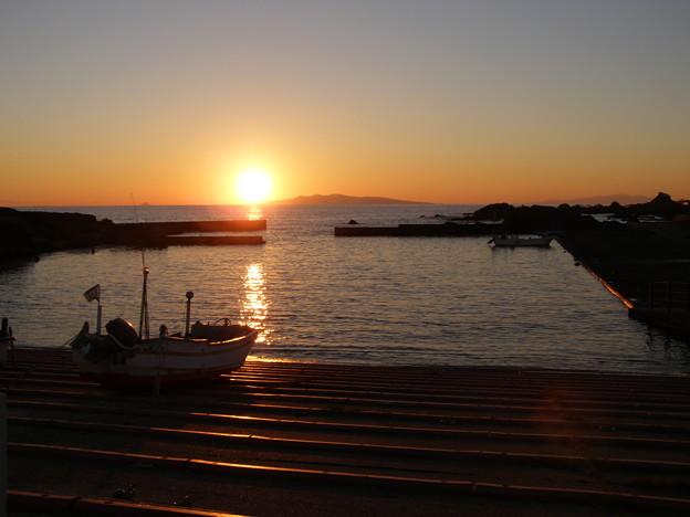 写真: 房総白浜の夕陽