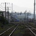 特急列車と貨物列車