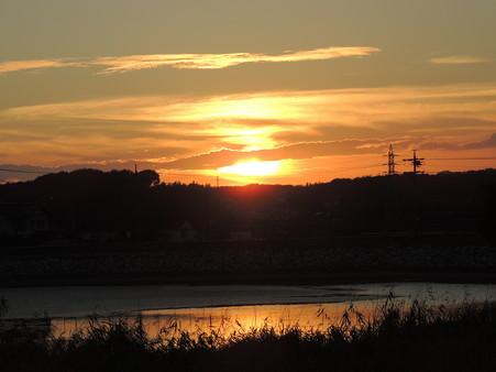 八ッ谷池の夕陽