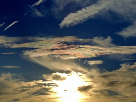 彩雲かな? 色付く夕暮れ雲