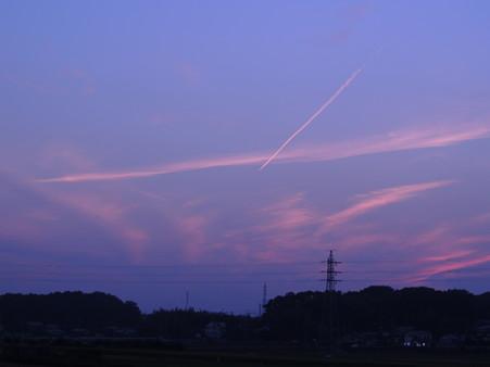 黄昏と飛行機雲