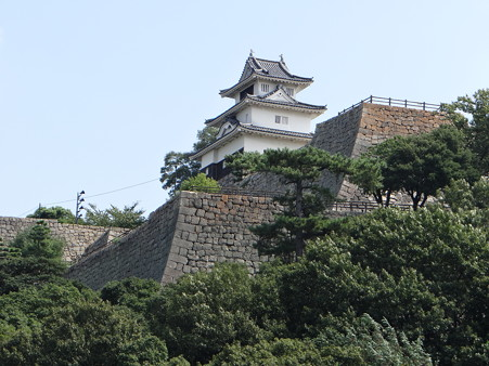 見事な石垣と丸亀城