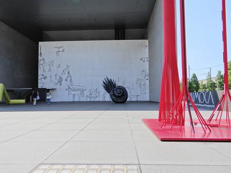 丸亀駅傍の壁アート