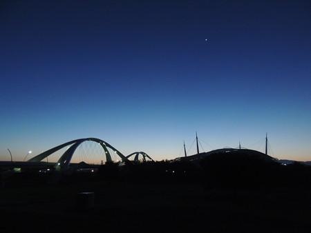 黎明の豊田大橋と豊田スタジアム