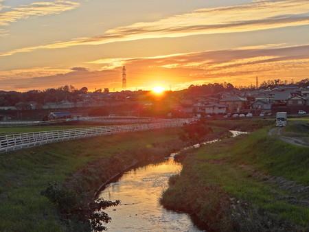 逢妻女川の夕陽