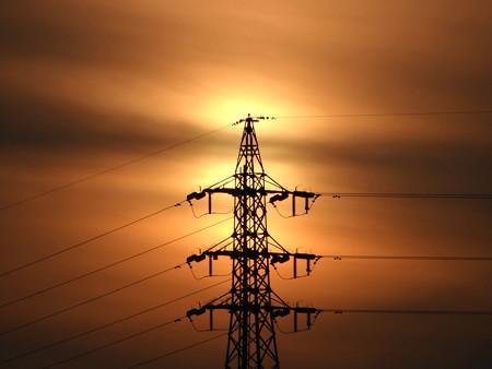 3段腹の夕陽と鉄塔