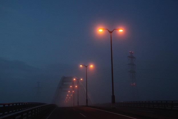 霧の平成記念橋