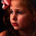 Photos: 遠くを見つめる少女