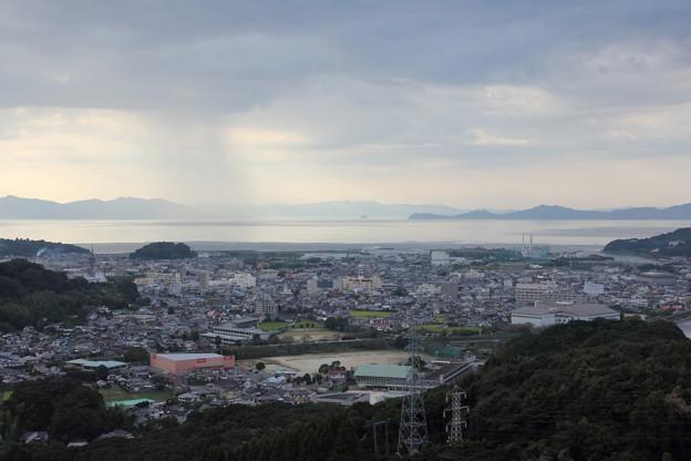海で雨が降っています