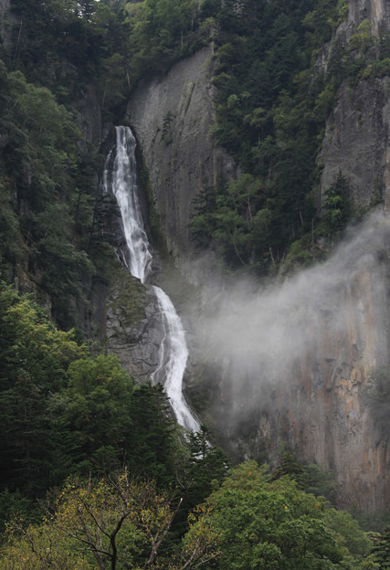 写真: 銀河の滝・北海道