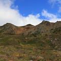 写真: 荒々しい山々
