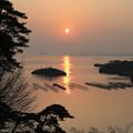 写真: 松島に陽が昇る