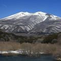 写真: 春遠い雪残る不忘山