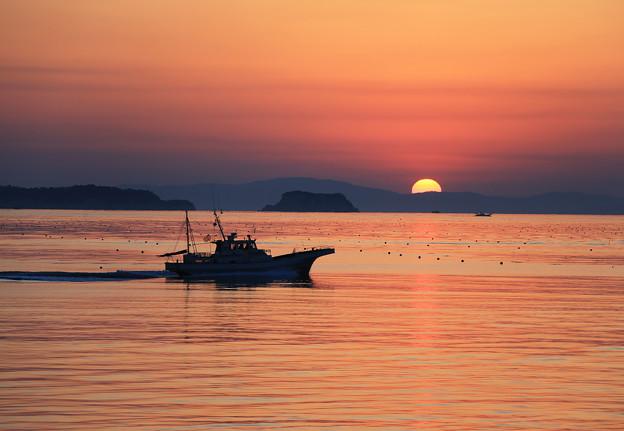 写真: 漁場に向かう