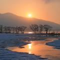 桧原湖に朝陽昇る