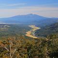 写真: 鳥海山と里の田園