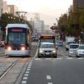 写真: 路面電車走る熊本