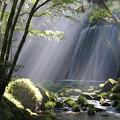 幻想的光芒の鍋ヶ滝