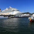 写真: 長崎港の賑わい