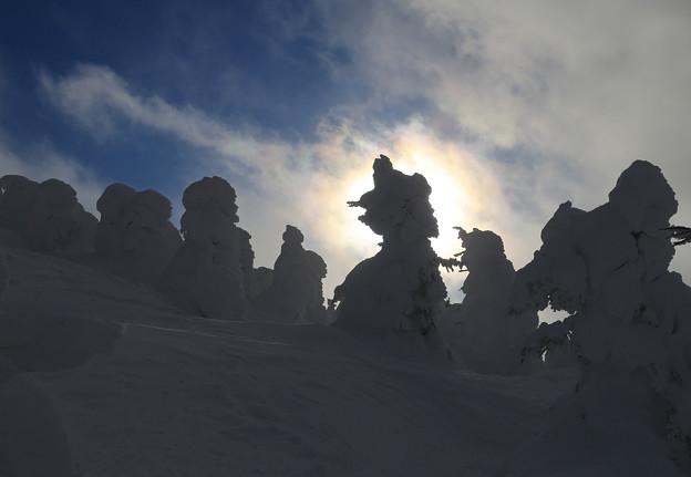 写真: 極寒の幻想的光景
