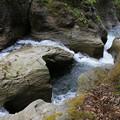 写真: 滝沢川おう穴群