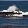 押し寄せる波