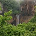 深山のインクラの滝
