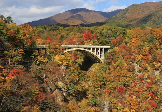 写真: 鳴子峡の美妙な風景