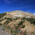 写真: 一切経山頂を目指す