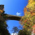 写真: 鳴子峡に架かる橋