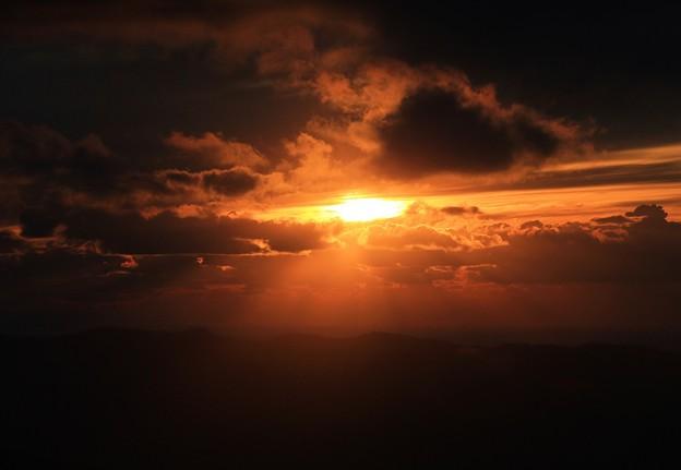Photos: 雲に隠れた夕陽