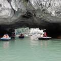 写真: 洞窟めぐり