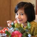 写真: 苺食べて復興応援