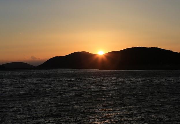 写真: 静かに陽が落ちて