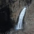深い谷間の蔵王の滝