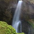 写真: 秘境の大滝
