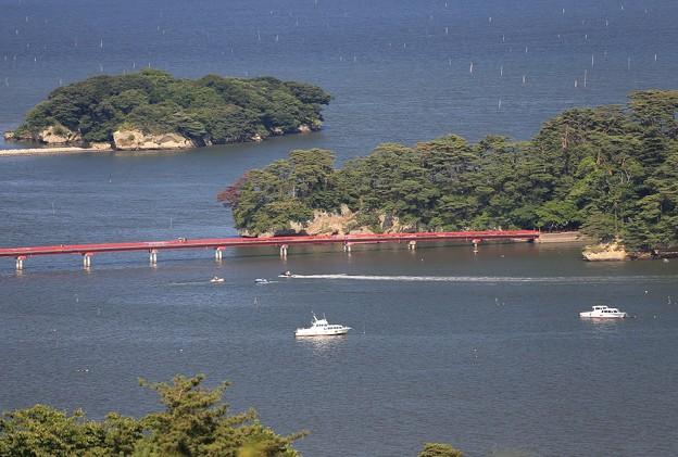 写真: 島に架かる出会い橋