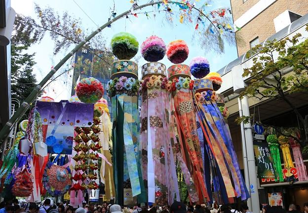 写真: 仙台七夕祭り始まる