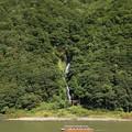 写真: 最上川・白糸の滝
