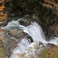 写真: 激流の釜淵滝