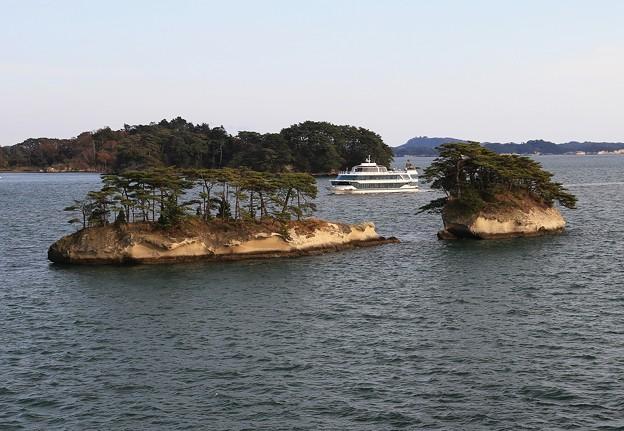 写真: 松島の島巡り