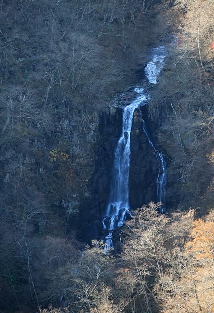写真: 初冬の三階の滝